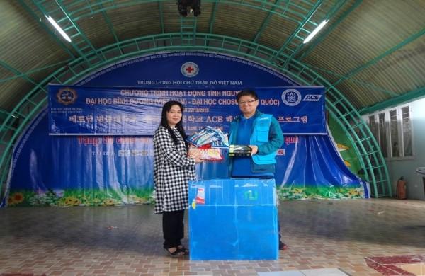 Sinh viên Hàn Quốc tới Bình Dương làm tình nguyện