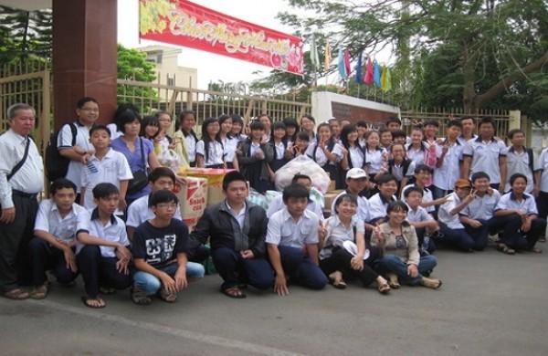 Chuyến đi thăm và tặng quà Trung tâm Nhân đạo Quê Hương của học sinh Trường THCS Hoa Lư