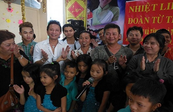 Danh hài Bảo Chung, Tấn Beo và đoàn từ thiện Đô Rê Mon