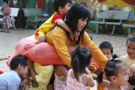 Khi tình yêu thương được san sẻ... từ thiện Huỳnh Tiểu Hương