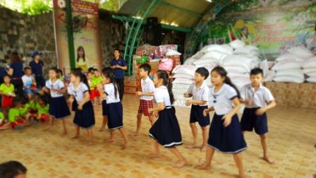 Clb coffee doanh nhân Biên Hòa, Đồng Nai tặng quà