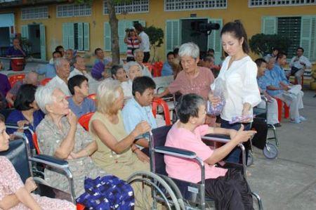 Huỳnh Tiểu Hương Vượt qua nhiều biến cố và áp lực