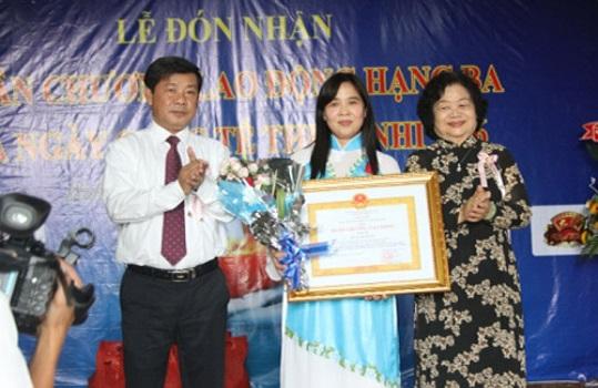 Bà Huỳnh Tiểu Hương được trao tặng Huân chương Lao động hạng Ba