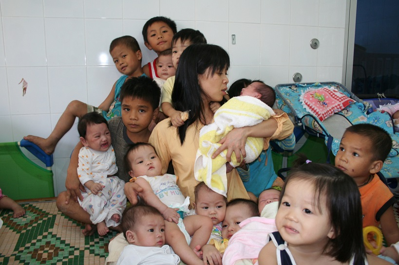 """Hương """"khùng"""" và hàng trăm đứa con nuôi"""
