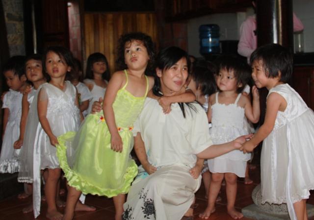Huỳnh Tiểu Hương, Người phụ nữ một đời ăn mày nuôi con người ta