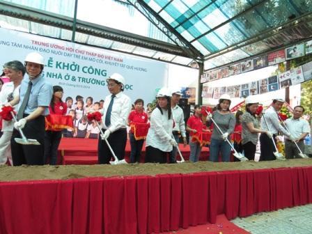 Lễ khởi công xây dựng nhà ở & trường học