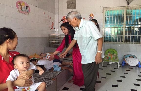 Nguyên Tổng Bí Thư. Lê Khả Phiêu đến thăm Trung tâm Nhân đạo Quê Hương