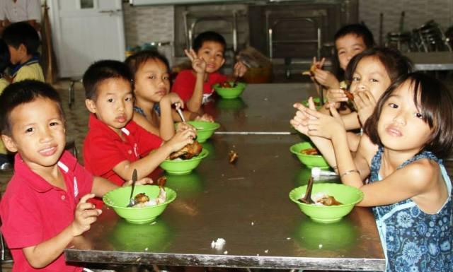Một bữa ăn của quý vị sẽ giúp các bé một ngày cơm no lòng