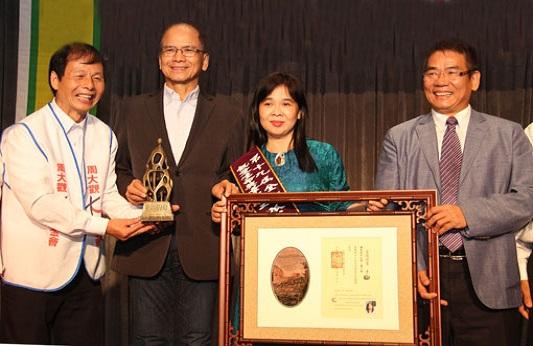 Kỷ lục gia Huỳnh Tiểu Hương nhận giải thưởng quốc tế