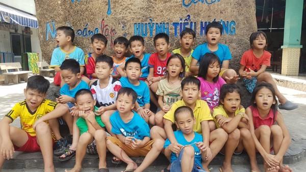 Trẻ mồ côi nhớ mẹ Huỳnh Tiểu Hương