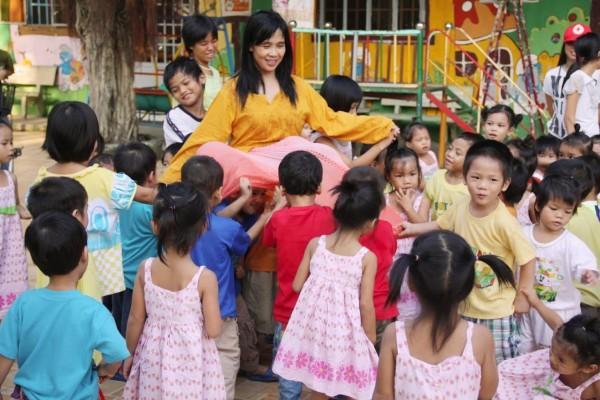 Mẹ Bụi Đời Nuôi Trẻ Mồ Côi - Huỳnh Tiểu Hương