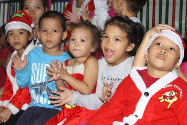 Giáng sinh nơi những Đứa trẻ cần hơi ấm
